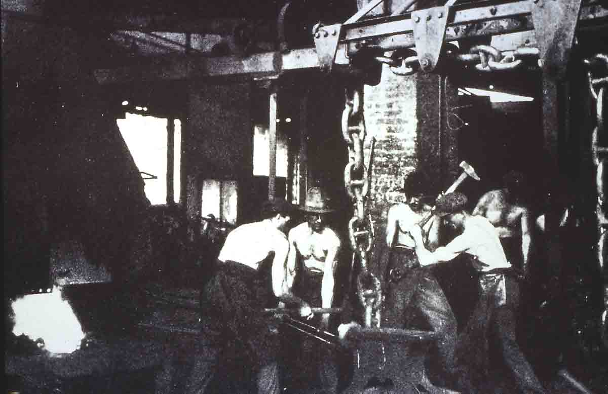 One of the historical iron working industries of Lecco, the rolling mill of Arlenico, marine chains manufacturing department (Photo taken from S. A. Steelworks and Ironworks of Caleotto, Lecco 1936)